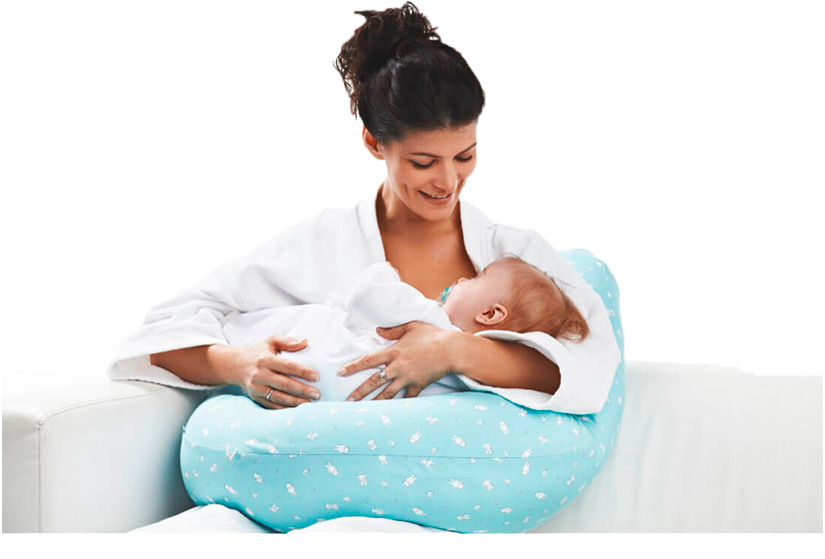 U-shaped pillow - feeding a baby