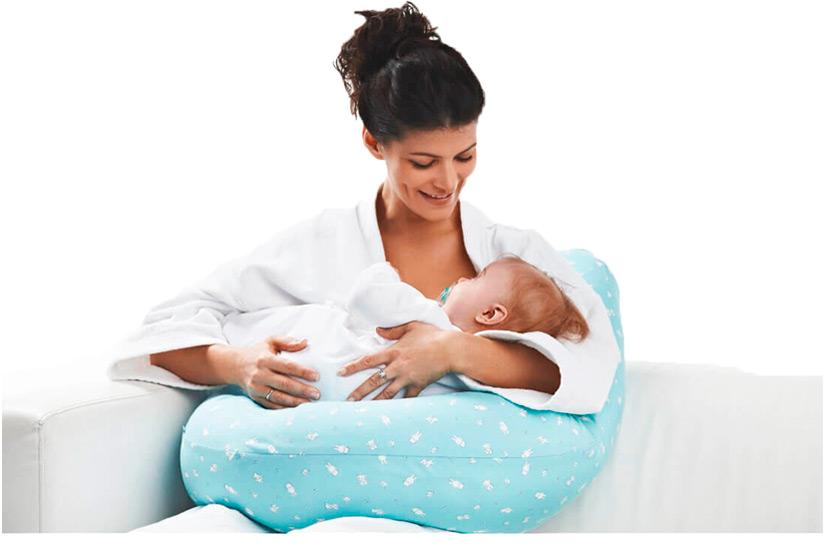 U-shaped pillow - feeding a baby